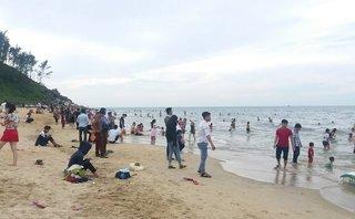Tin nhanh - Thầy giáo đuối nước tử vong thương tâm trên biển Thiên Cầm