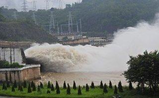 Chính trị - Xã hội - 12h hôm nay, thủy điện Hòa Bình mở một cửa xả đáy