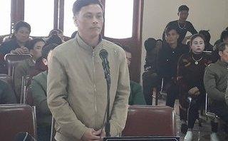An ninh - Hình sự - Trưởng công an dùng súng đạn cao su bắn chủ tịch xã khóc trước tòa