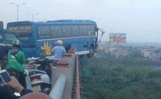Mới- nóng - Sau tai nạn trên cầu Thanh Trì, đường trên cao ùn tắc kéo dài