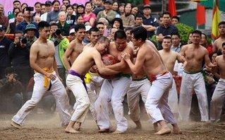Mới- nóng - Clip: Độc đáo lễ hội vật cầu làng Thúy Lĩnh, Hà Nội