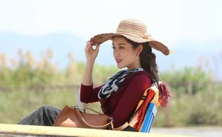 Giải trí - Huyền My được truyền thông Lào và Campuchia đánh giá cao