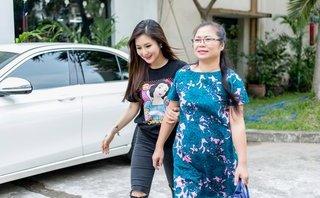 Sự kiện - Mẹ Hương Tràm cổ vũ cho con gái trước thềm chung kết Giọng hát Việt nhí 2017