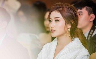 """Sự kiện - Á hậu Huyền My khoe khéo 'giày công chúa"""" trị giá trăm triệu"""