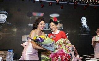 Ngôi sao - Bùi Anh Tuấn, Văn Mai Hương 'quẩy' tưng bừng trong tiệc sinh nhật Hồng Nhung