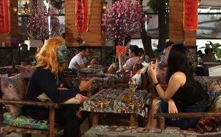 TV Show - Hẹn hò kinh dị: Muốn chinh phục 'hoa đã có chủ', chàng trai ngồi nhặt hạt trong quả thanh long