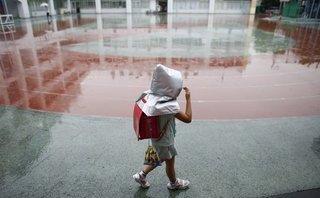 Tin nhanh - Hà Nội: Bé trai 5 tuổi đi lạc được lính cứu hỏa giúp về gia đình