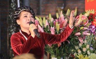 Giải trí - Trà My gây xúc động khi hát về đời nghệ sĩ trong Lễ giỗ Tổ nghề sân khấu