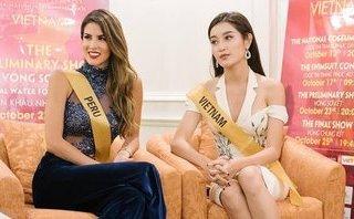 Giải trí - Huyền My tự tin nói tiếng Anh ở vòng phỏng vấn với ban giám khảo