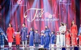 Ngôi sao - Gia đình MC Phan Anh làm vedette cho màn trình diễn áo dài