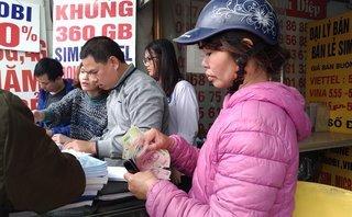 Dân sinh - Dân Hà Nội đổ xô đi mua thẻ điện thoại trong đợt khuyến mại 50% cuối cùng