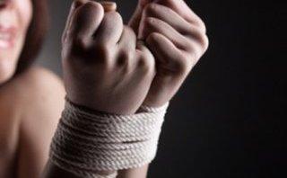 An ninh - Hình sự - Thiếu nữ xinh đẹp bị 3 gã buôn người lập mưu hãm hại