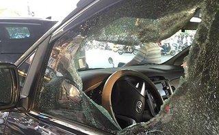 An ninh - Hình sự - Thông tin mới nhất vụ tài xế bất ngờ bị đánh, ném vỡ kính ô tô
