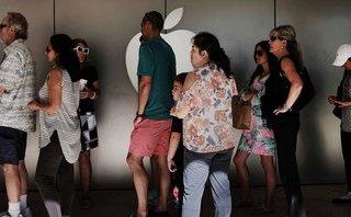 """Các cửa hàng của Apple """"gồng mình"""" với áp lực thay pin cho khách hàng"""