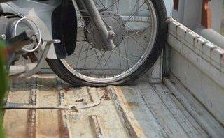 Sau vô lăng - Tay lái xe máy bị cứng, lắc, lạng cần xử lý gấp để tránh nguy cơ tai nạn