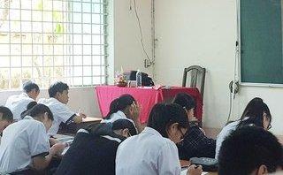 """Xi nhan Trái Phải - Cô giáo """"không nói gì"""" khi lên lớp: Dường như đã thiếu một cuộc đối thoại"""