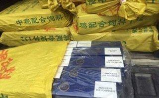 Pháp luật - Kiểm tra xe vi phạm giao thông, phát hiện 3.900 gói thuốc lá nhập lậu