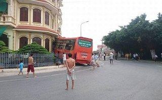 Chính trị - Xã hội - Nam Định: Xe khách giường nằm lao thẳng vào nhà dân