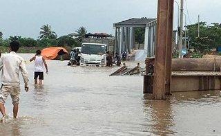 Chính trị - Xã hội - Hải Phòng: Dân liều mình qua cầu phao dù chìm sâu dưới nước