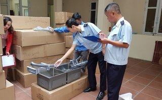 Xã hội - Quảng Ninh: Bắt giữ 2 đối tượng vận chuyển hơn 800 sản phẩm hàng hóa trái phép