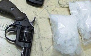 An ninh - Hình sự - Bắt đối tượng tàng trữ súng tự chế và 240 viên ma túy tổng hợp