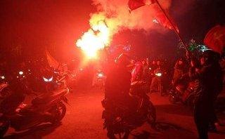 Xã hội - U23 Việt Nam vào chung kết: Hải Phòng pháo sáng tràn ngập đường phố