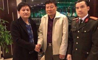 An ninh - Hình sự - Trao trả tài sản 23.000 USD cho Trung tướng Campuchia bỏ quên tại khách sạn