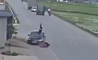 Xa lộ - Clip: Sang đường không quan sát, người đàn ông bị ô tô hất tung lên trời
