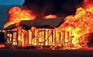 Hồ sơ điều tra - 8 năm tù cho kẻ đổ xăng đốt nhà hàng xóm để trả thù