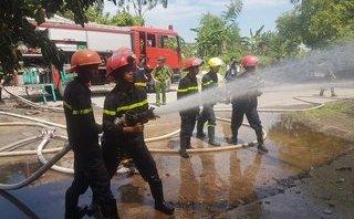 Tin nhanh - Nam Định: 'Bà hỏa' thiêu rụi kho bông rộng 1.000m2