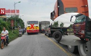 Video - Clip: Xe 'vua' nghênh ngang đi ngược đường sau tai nạn giao thông trên Quốc lộ