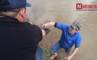 An ninh - Hình sự - Clip: Công an lội sông mò ma túy trong thời tiết 10°C