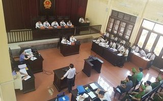 An ninh - Hình sự - Vụ xét xử bác sĩ Hoàng Công Lương: Bác sĩ Lương bất ngờ sử dụng quyền im lặng