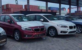 """Kinh doanh - Cận cảnh 700 xe sang của 'gã khổng lồ"""" BMW đang phủ bụi tại cảng"""