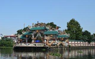 Văn hoá - Ngôi miếu giữa sông độc nhất Sài Gòn