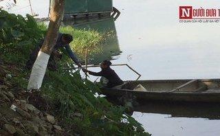 Mới- nóng - Clip: Phản cảm cảnh người già, trẻ nhỏ chèo thuyền ăn xin trên sông ở Huế