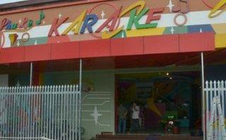 Pháp luật - Truy bắt nhóm côn đồ xông vào quán karaoke chém người tới tấp