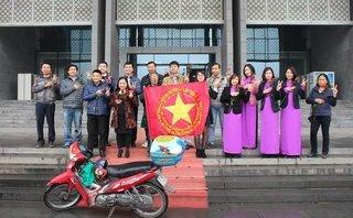 Dân sinh - Hành trình xuyên Việt xin  100.000 chữ ký: Độc hành nhưng không cô đơn