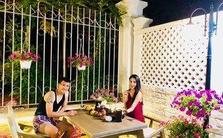 Ngôi sao - Thủy Tiên khoe khoảnh khắc uống trà bên Công Vinh tại 'ngôi nhà hoa hồng'