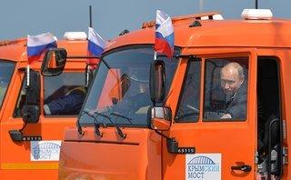 Tiêu điểm - Không chỉ lái chiếc xe tải Kamaz,  TT Putin từng trổ tài điều khiển nhiều phương tiện
