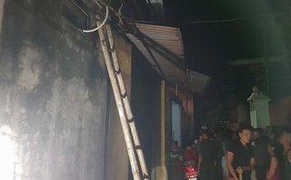 Chính trị - Xã hội - Hà Nội: Ra đóng cửa sắt, 1 phụ nữ bị điện giật tử vong