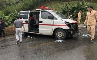 Tin nhanh - Lái xe cứu thương bất cẩn gây tai nạn phải nhập viện