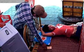 Video - Clip: Thanh niên bị trộm 'cuỗm' điện thoại khi đang ngủ
