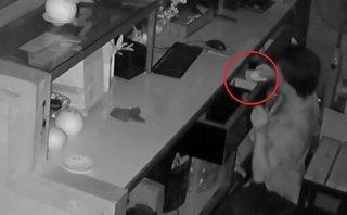 Video - Clip: Nam thanh niên đột nhập quán cà phê trộm tài sản giữa đêm