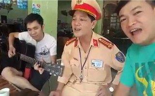 Video - Clip: CSGT hát cùng người vi phạm sau xử phạt gây bão dân mạng