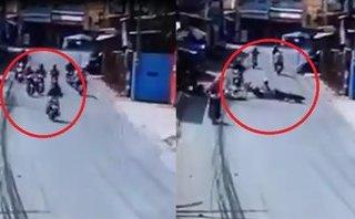 Video - Clip: Không làm chủ được tốc độ, cô gái tông trúng người đi đường