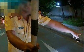Video - Clip: Chạy xe 153km/h, biker vờ 'bắn' tiếng Anh để thoát CSGT