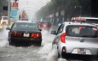 Video - Clip: Mưa lớn, TP.Thanh Hóa ngập trong 'biển nước'