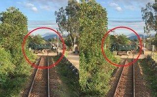 Video - Clip: Lái tàu hãm phanh khẩn cấp tránh xe tải chắn ngang đường ray