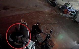 Pháp luật - Clip: Trộm bẻ khóa 'cuỗm' SH chỉ trong 3 giây ở Vĩnh Phúc